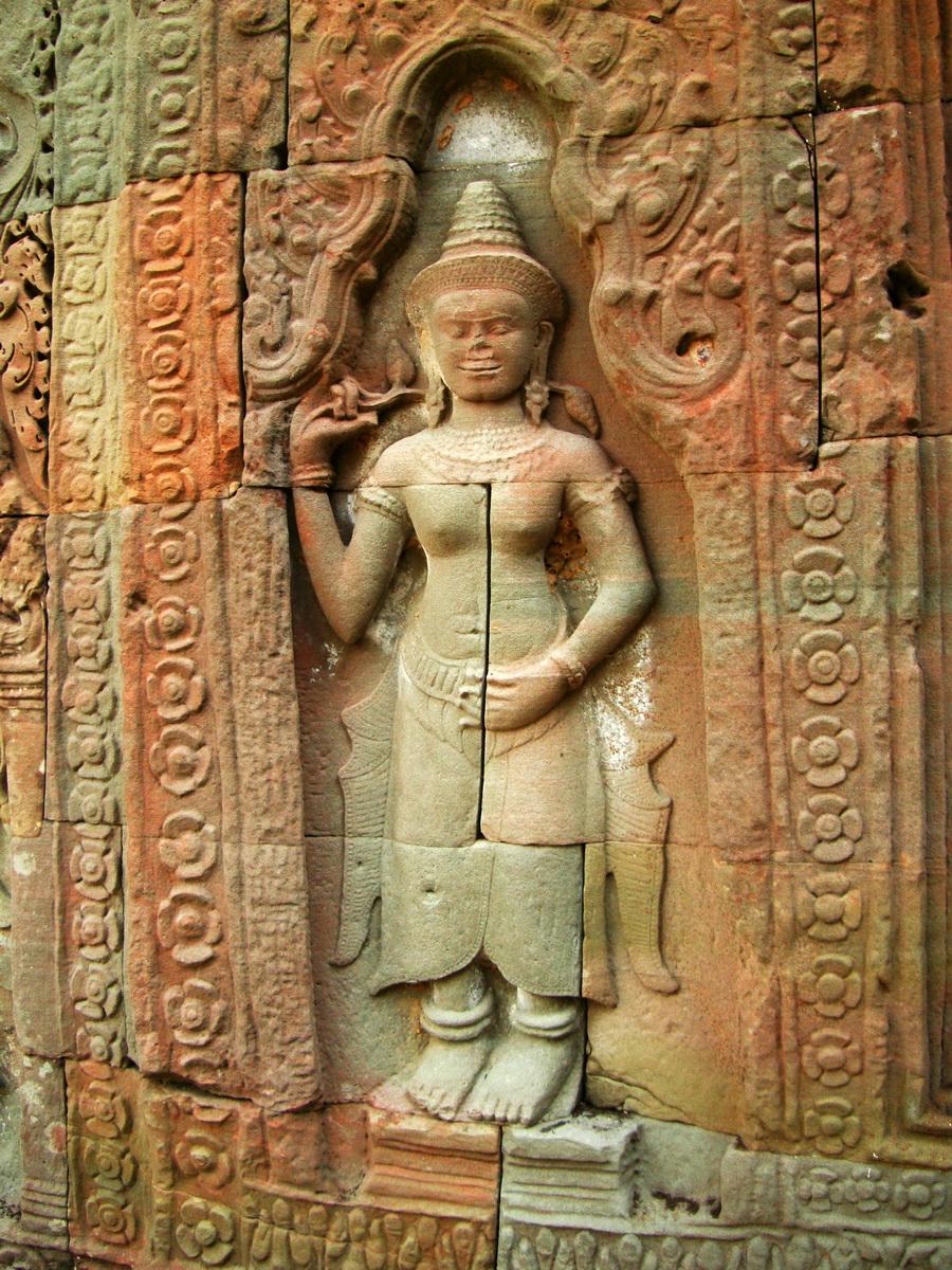 Preah Khan Temple Bas relief female divinty main enclosure 08