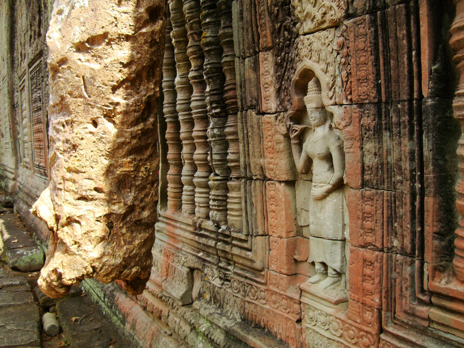 Preah Khan Temple Bas relief female divinty main enclosure 09