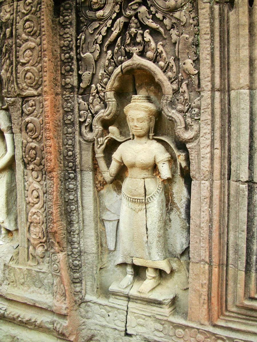 Preah Khan Temple Bas relief female divinty main enclosure 10