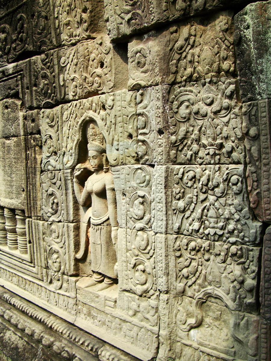Preah Khan Temple Bas relief female divinty main enclosure 17