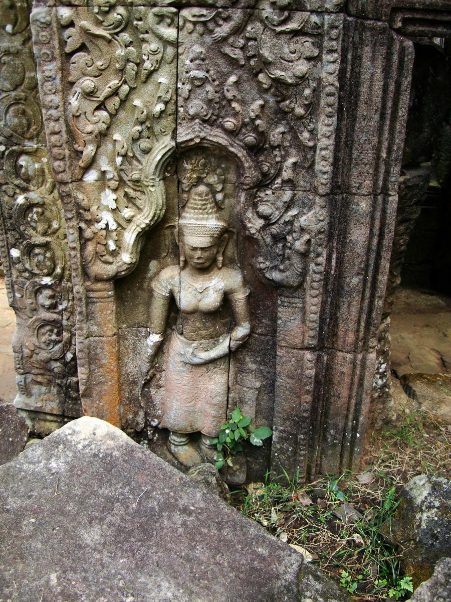 Preah Khan Temple Bas relief female divinty main enclosure 18