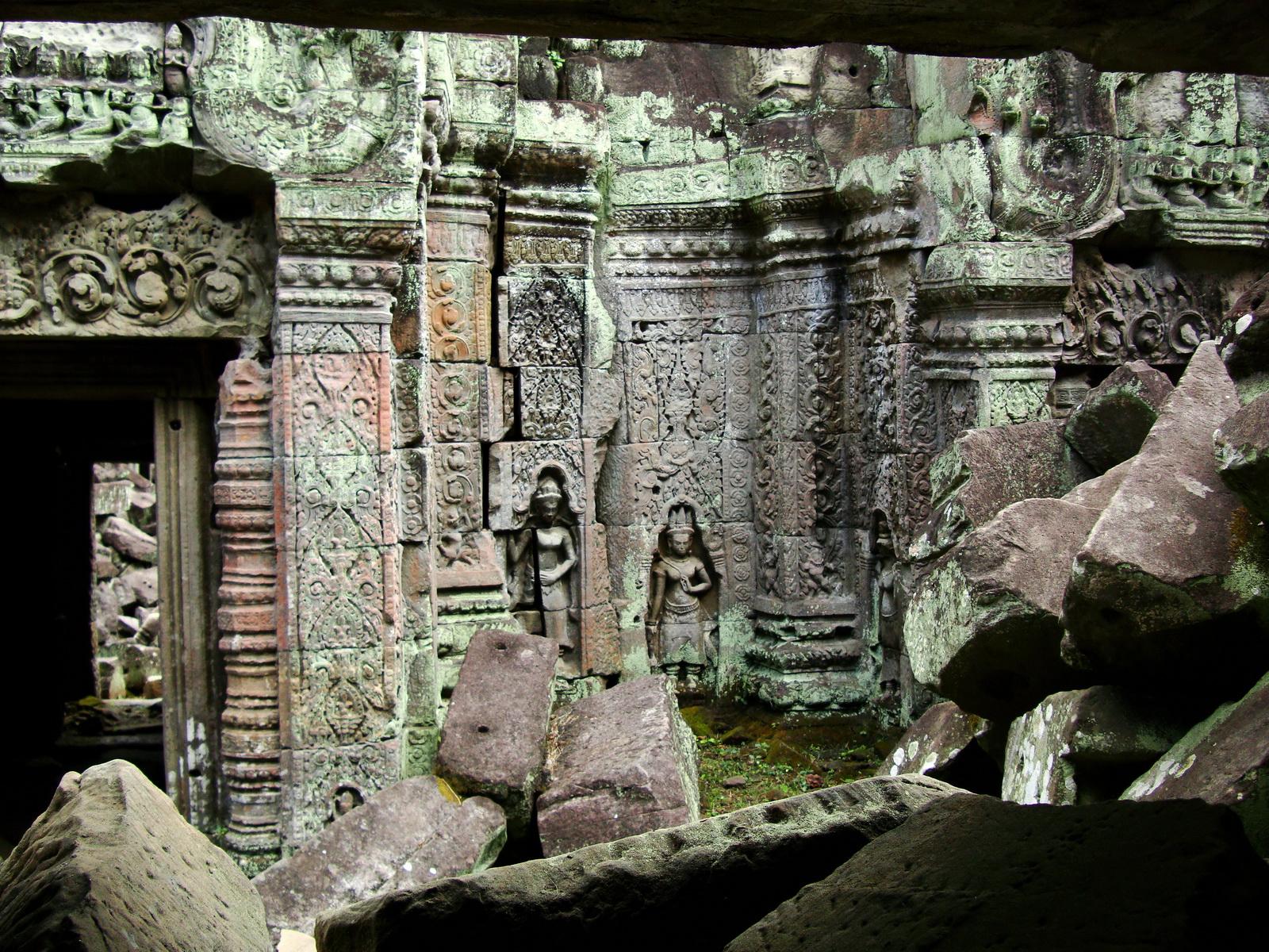 Preah Khan Temple Bas relief female divinty main enclosure 20