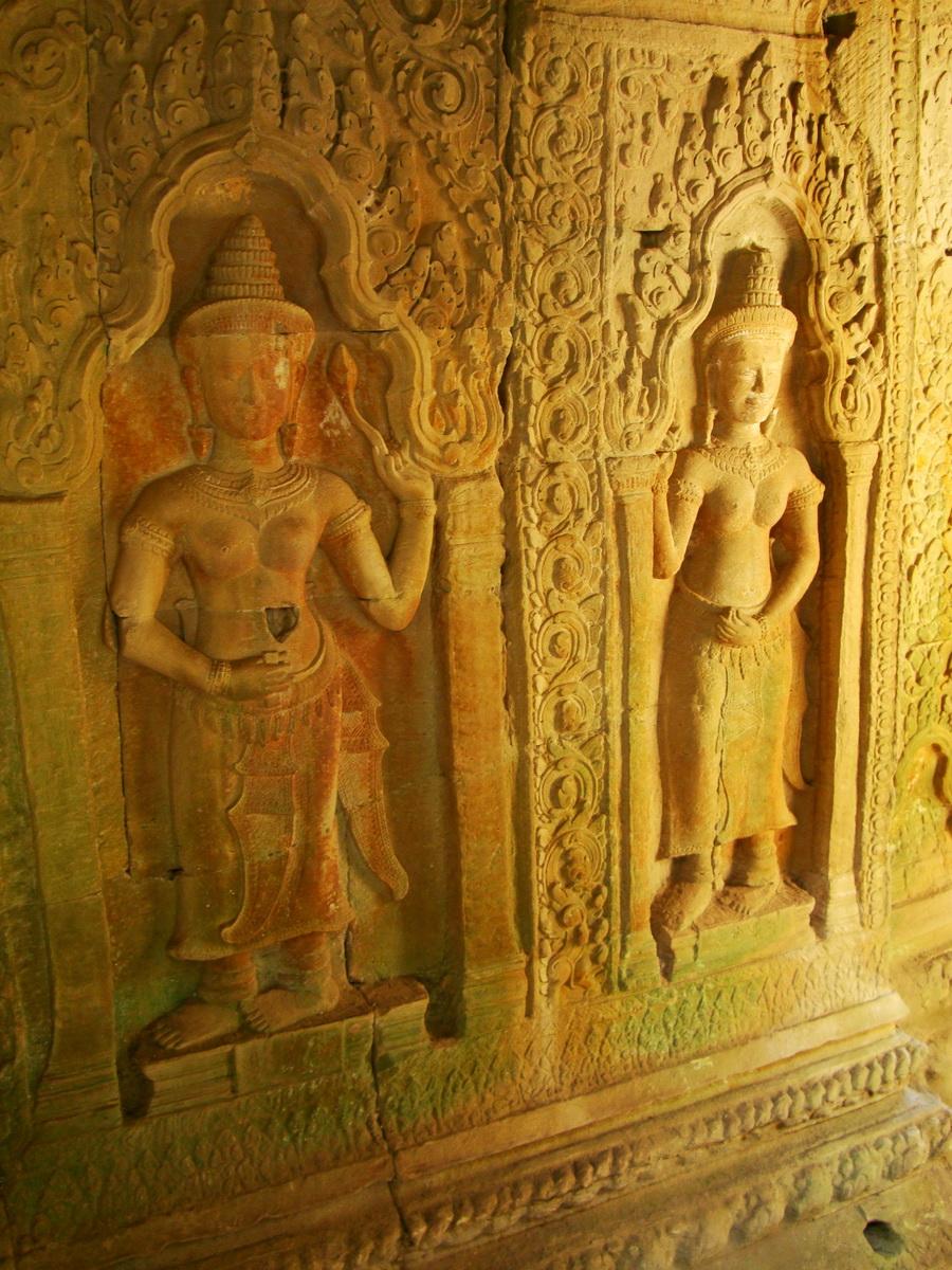 Preah Khan Temple Bas relief male and female divinty main enclosure 01