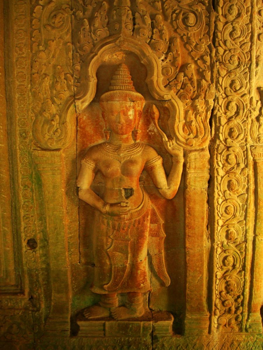 Preah Khan Temple Bas relief male and female divinty main enclosure 02