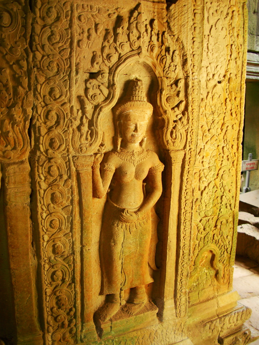 Preah Khan Temple Bas relief male and female divinty main enclosure 06