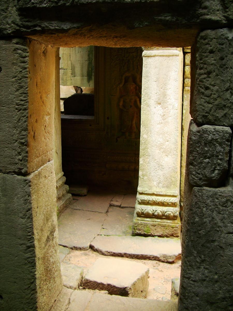 Preah Khan Temple Bas relief male and female divinty main enclosure 08