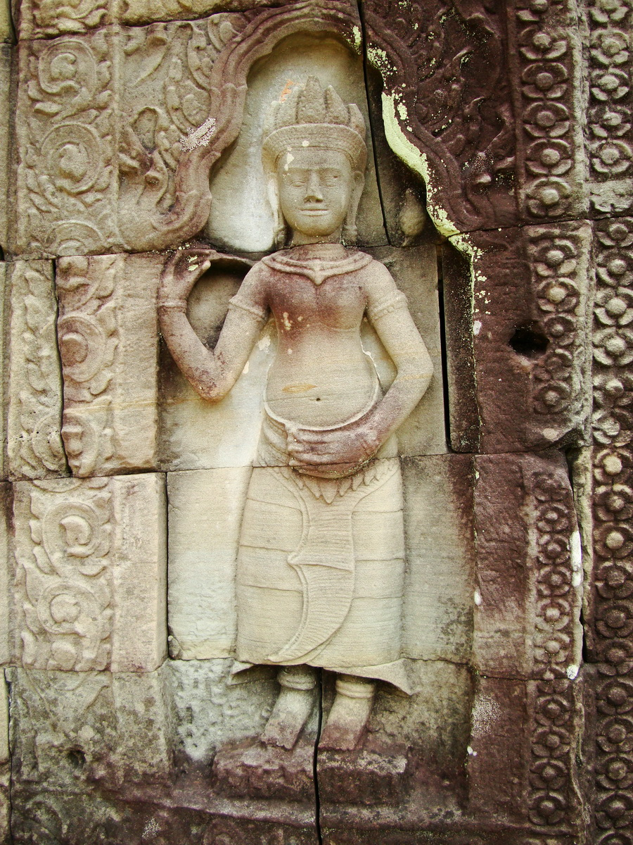 Preah Khan Temple Bas relief male divinty main enclosure 03