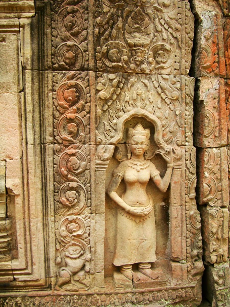 Preah Khan Temple Bas relief male divinty main enclosure 05