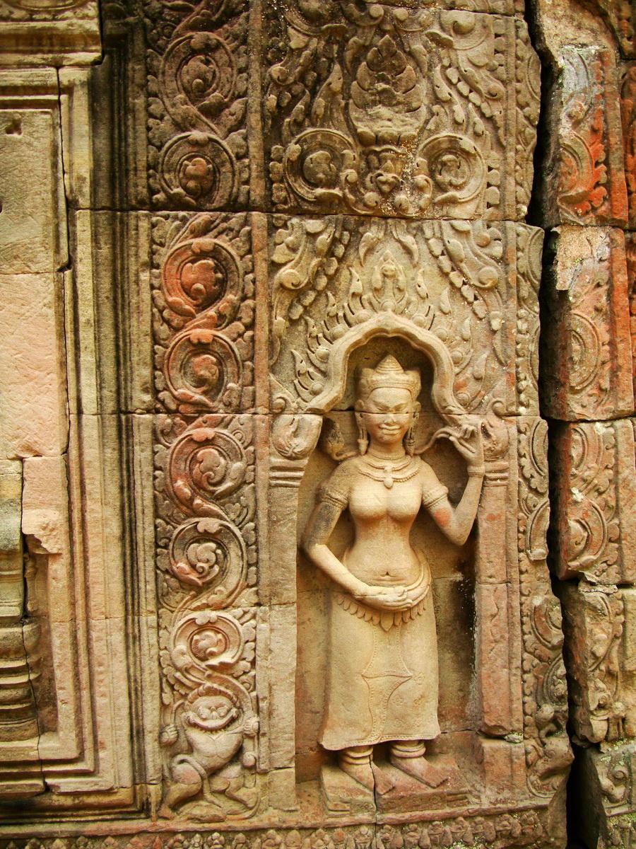 Preah Khan Temple Bas relief male divinty main enclosure 06