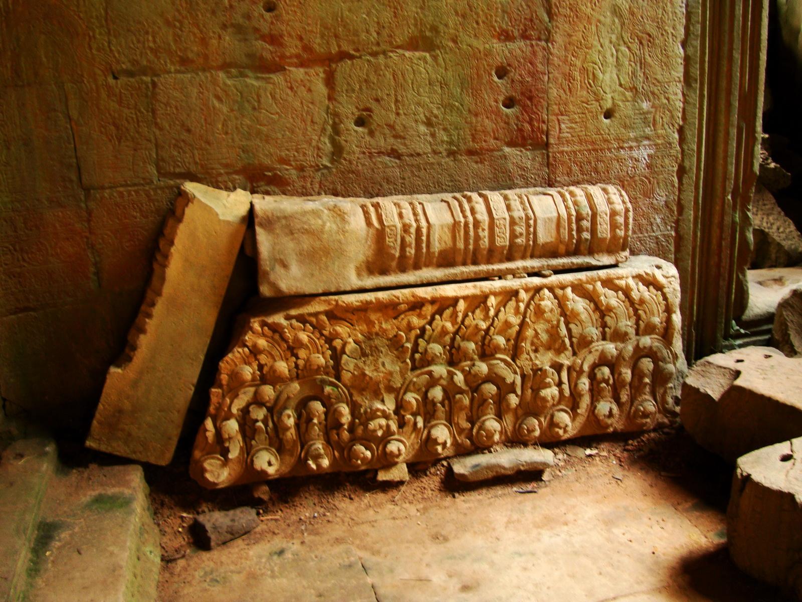 Preah Khan Temple Bas relief support designs Preah Vihear province 01
