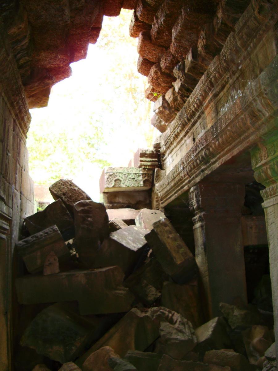 Preah Khan Temple Bas relief support designs Preah Vihear province 02