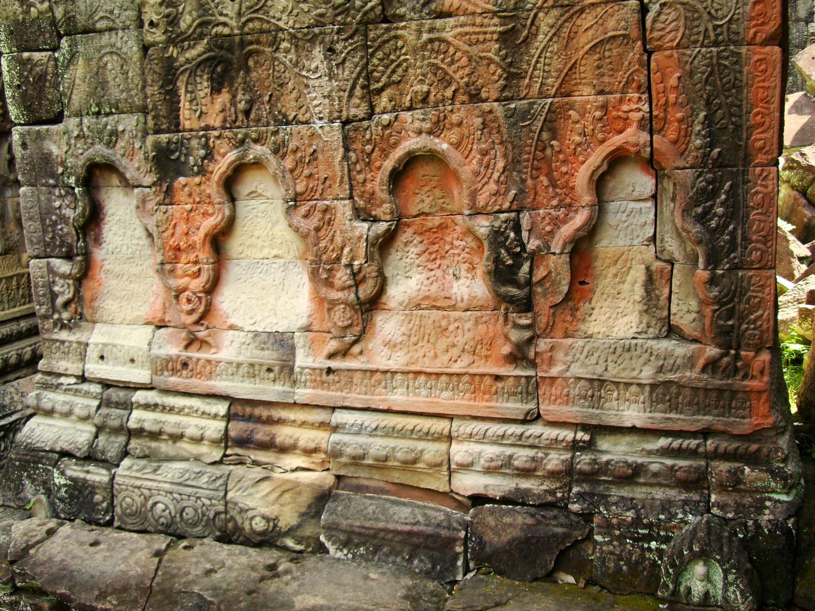 Jayavarman VIII destroyed many Buddha images during his reign 02