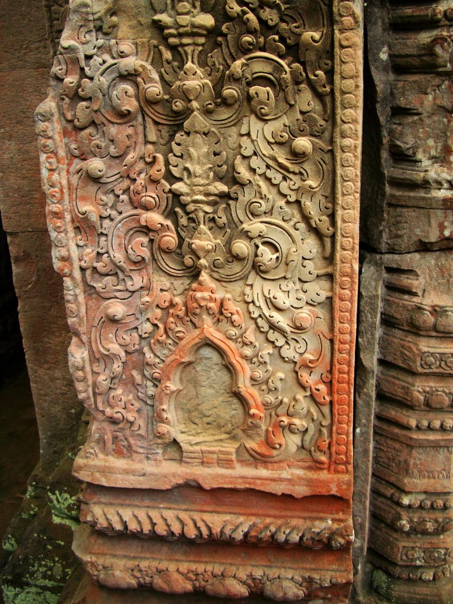 Jayavarman VIII destroyed many Buddha images during his reign 03