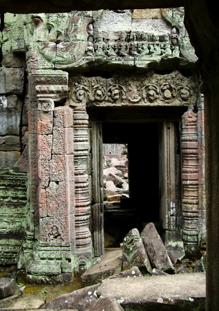Jayavarman VIII destroyed many Buddha images during his reign 04