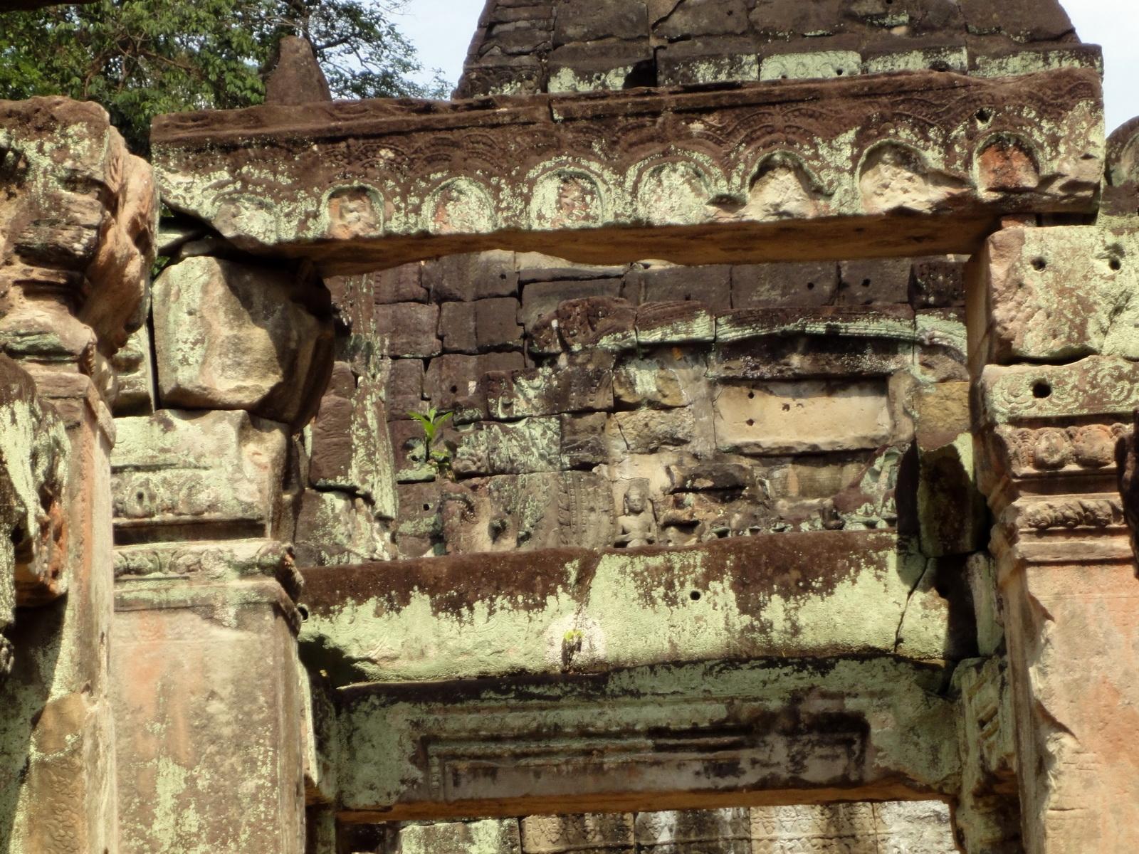 Jayavarman VIII destroyed many Buddha images during his reign 05