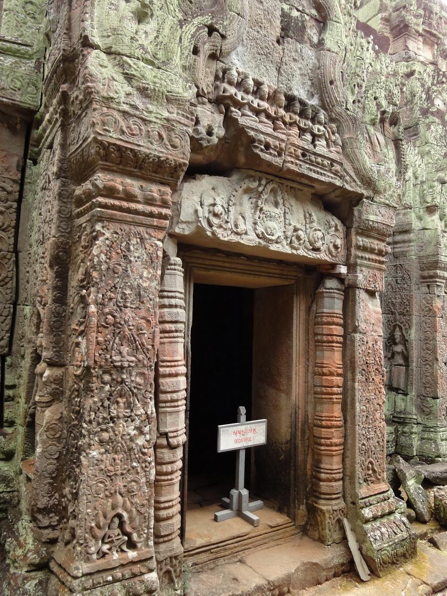 Jayavarman VIII destroyed many Buddha images during his reign 10