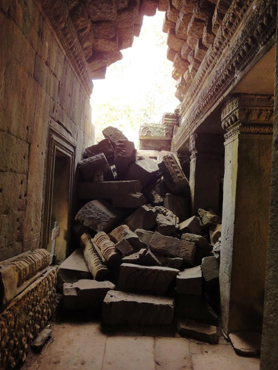 Preah Khan Temple 12th century Khmer Style passageways 08