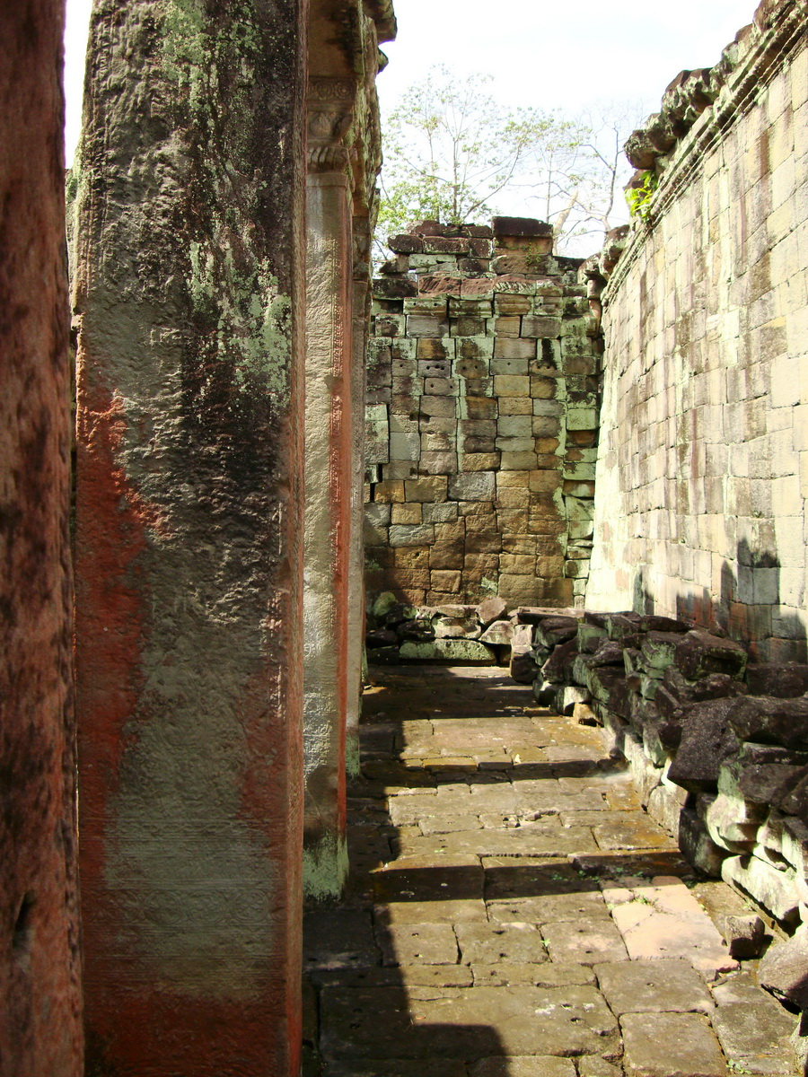 Preah Khan Temple 12th century Khmer Style passageways 29