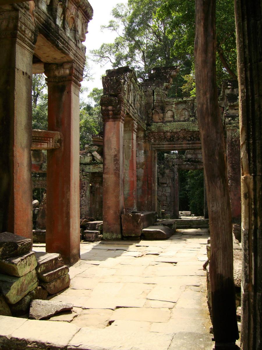 Preah Khan Temple 12th century Khmer Style passageways 30