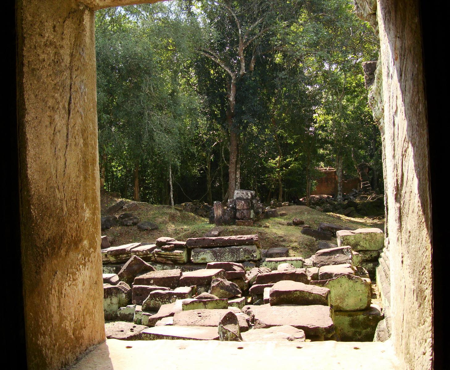 Preah Khan Temple 12th century Khmer Style windows 04