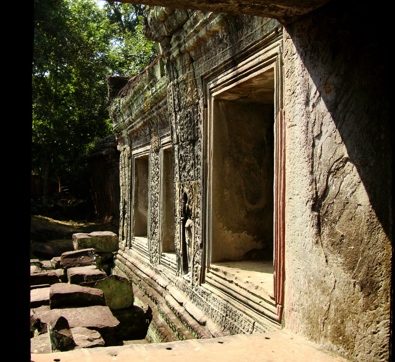Preah Khan Temple 12th century Khmer Style windows 07