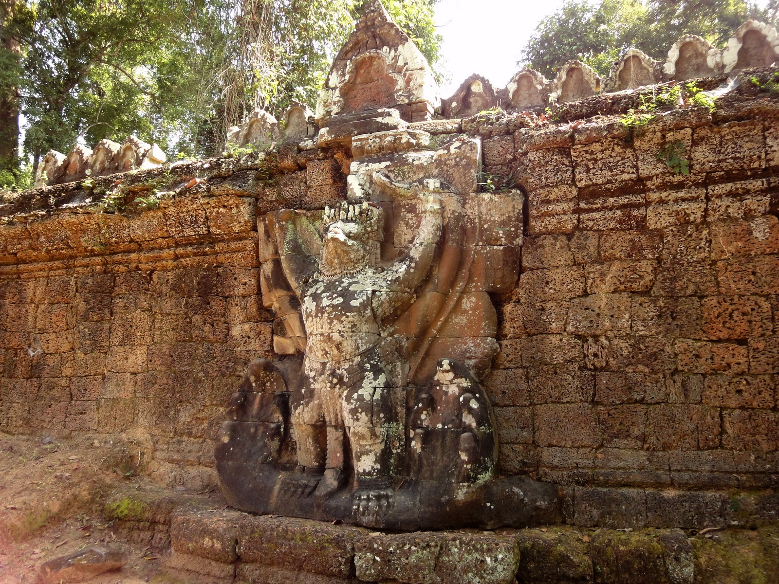 Preah Khan Temple 4th wall enclosure 5m Garuda holding Nagas 01