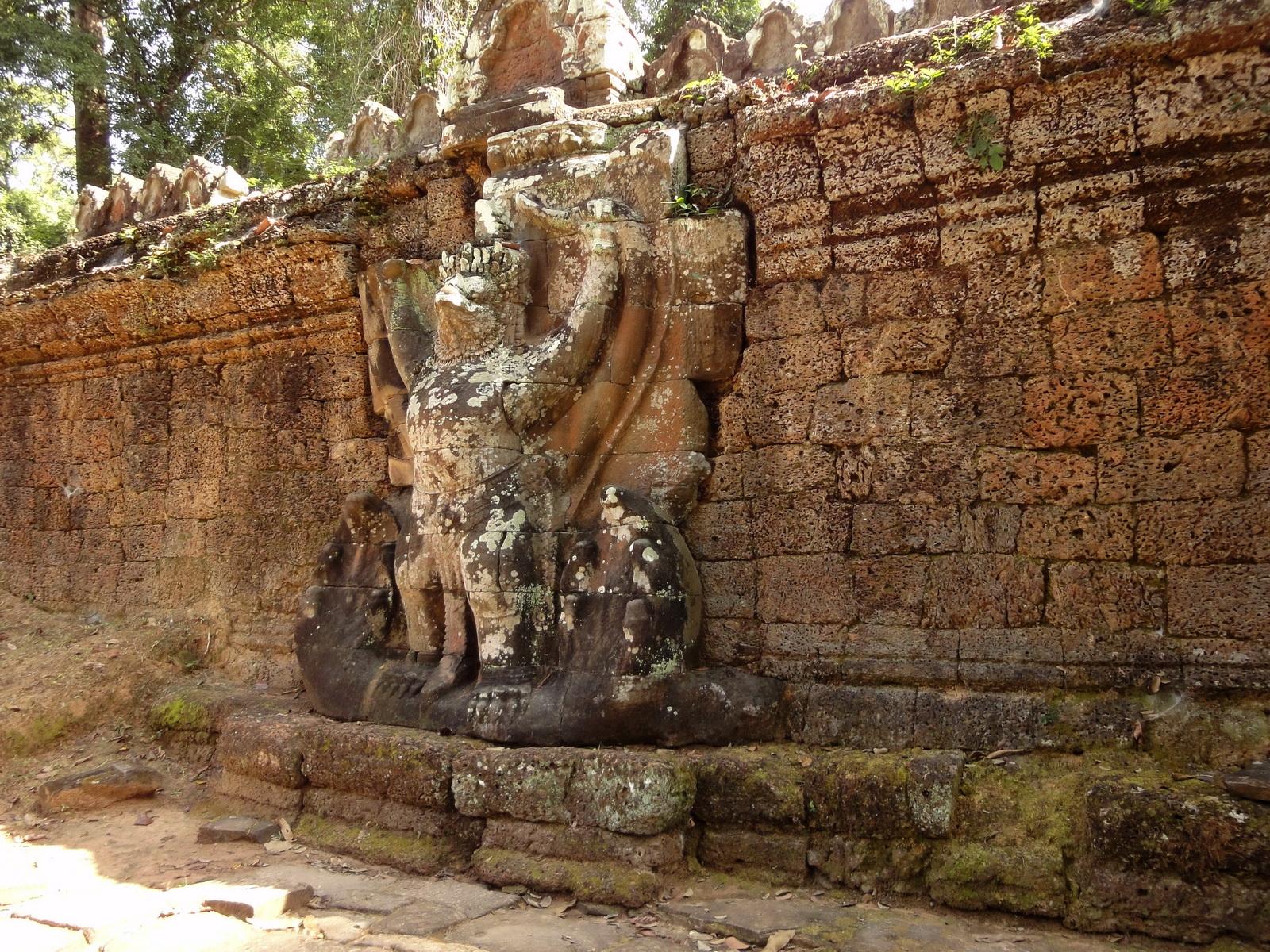 Preah Khan Temple 4th wall enclosure 5m Garuda holding Nagas 02