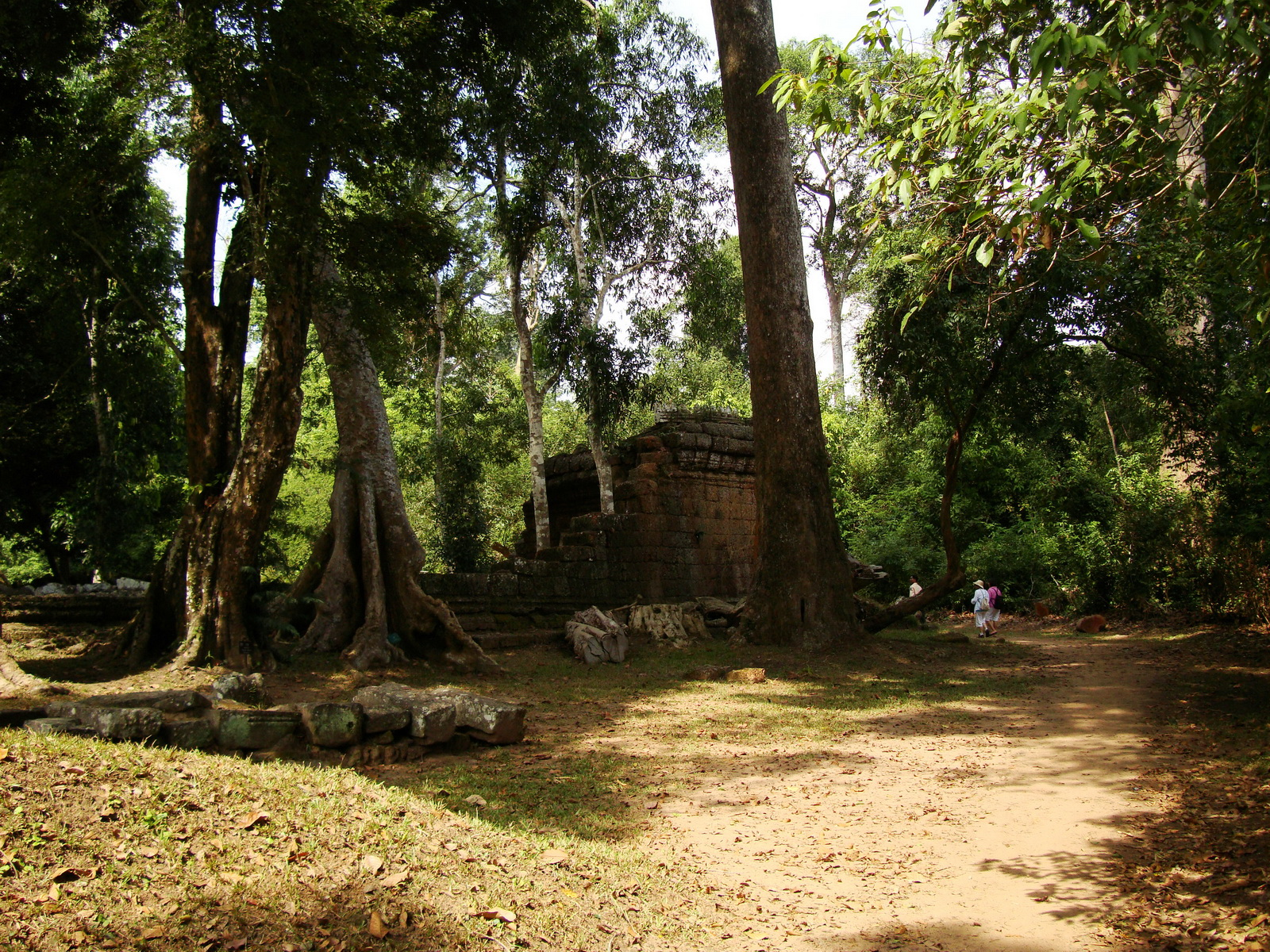 Preah Khan Temple collapsed secondary laterite wall east corner 01