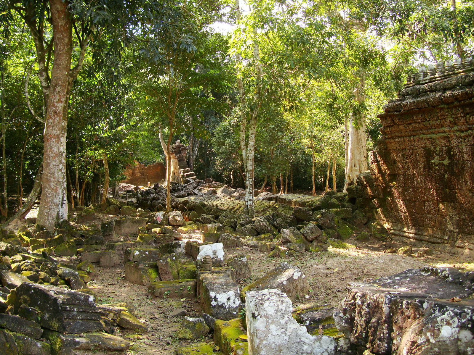 Preah Khan Temple collapsed secondary laterite wall west side 01