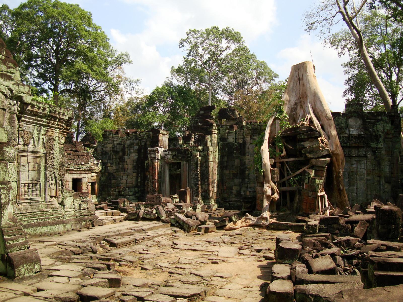 Preah Khan Temple hall of dancers inner Gopura 03