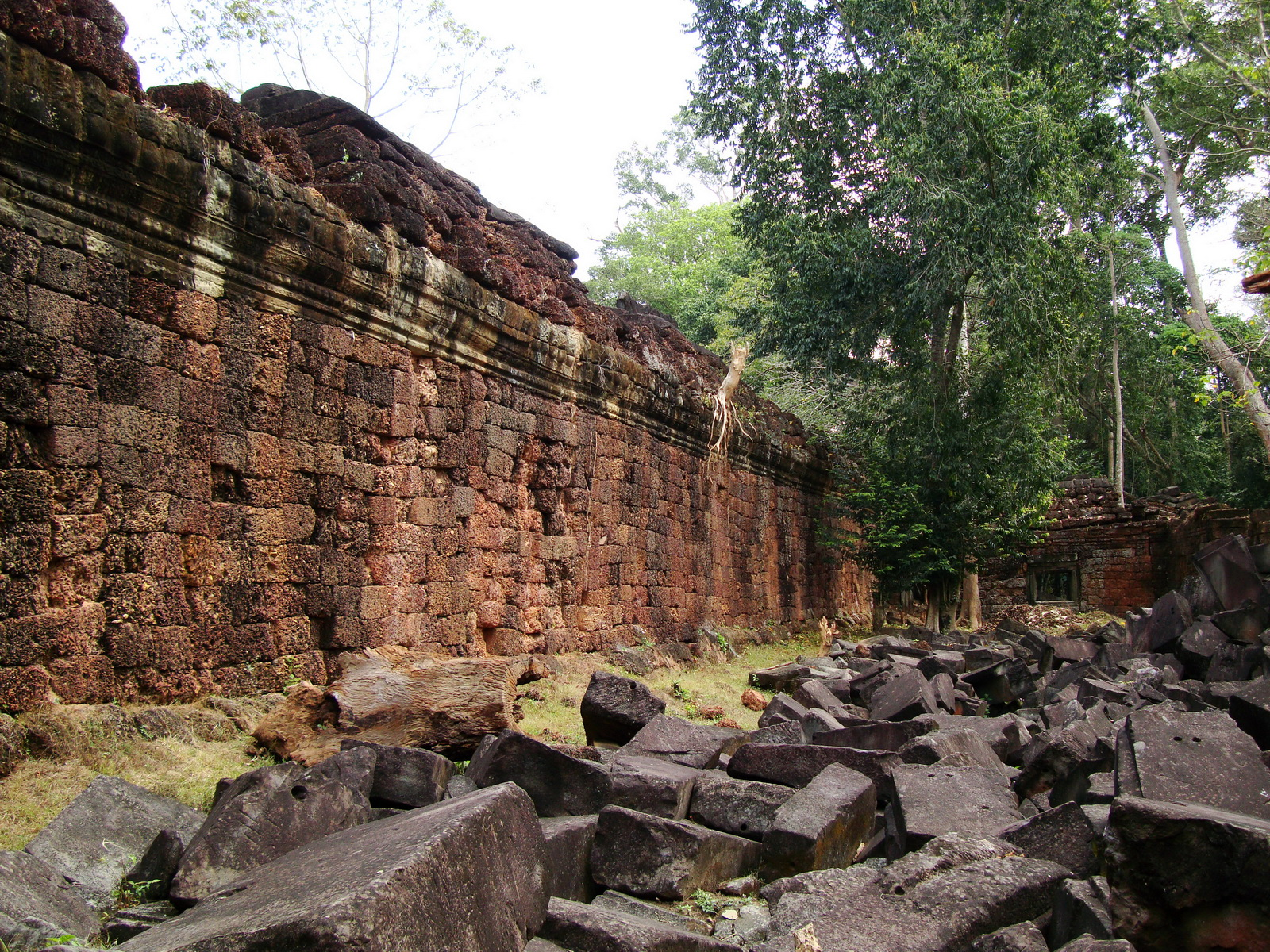 Preah Khan Temple inner laterite walls Preah Vihear province 04