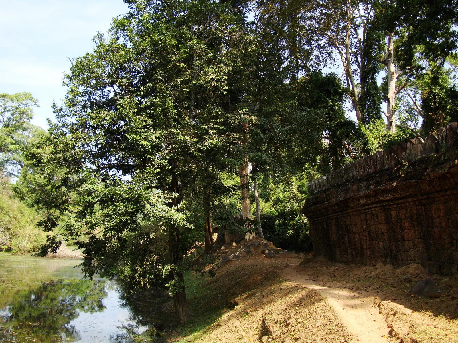 Preah Khan Temple moat west naga bridge Angkor Thom 03
