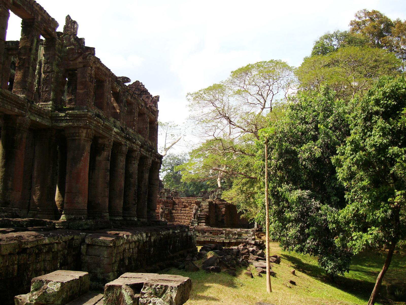 Preah Khan Temple two story victory hall Preah Vihear province 08