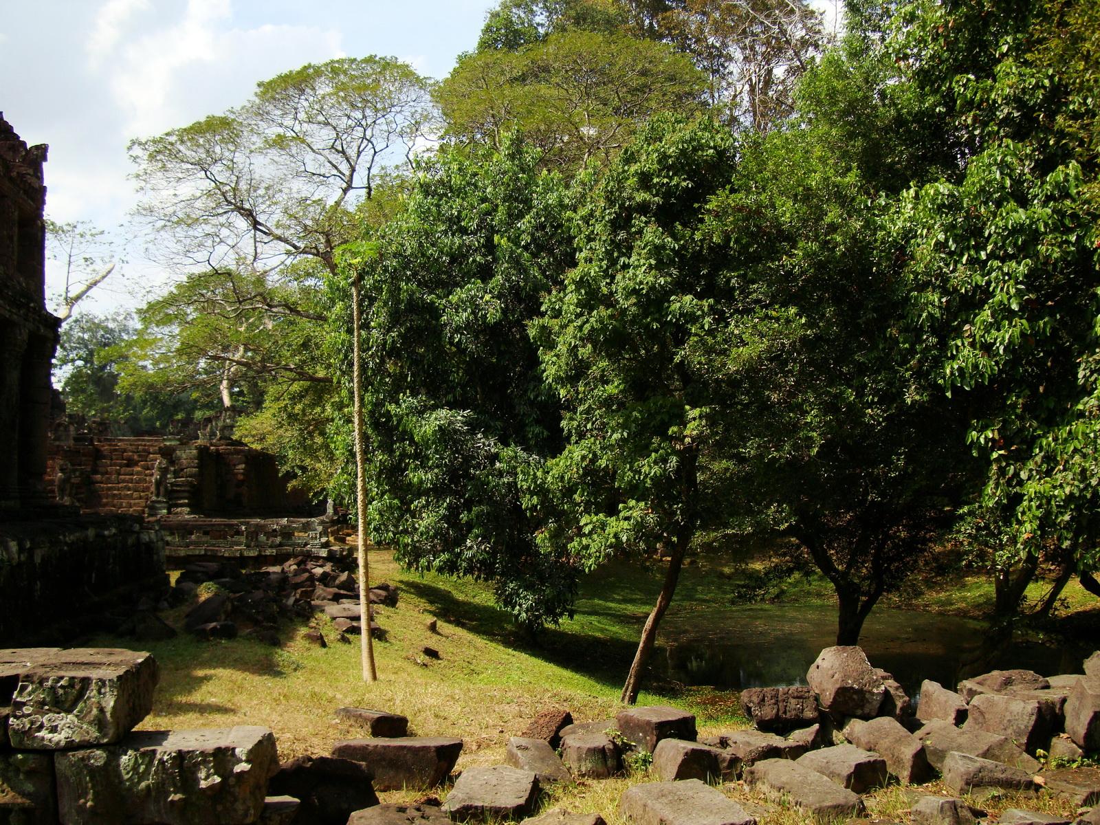 Preah Khan Temple two story victory hall pond Preah Vihear province 01