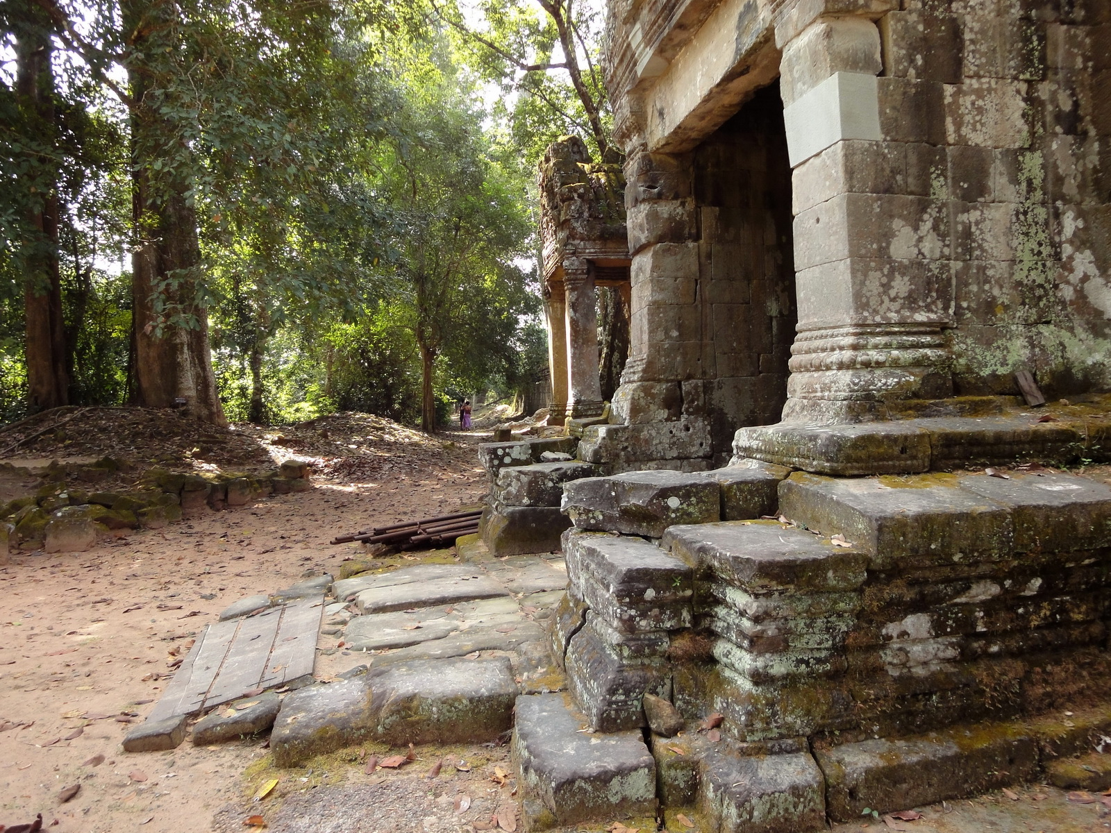 Preah Khan Temple west Gopuram entry tower naga bridge Angkor Thom 03