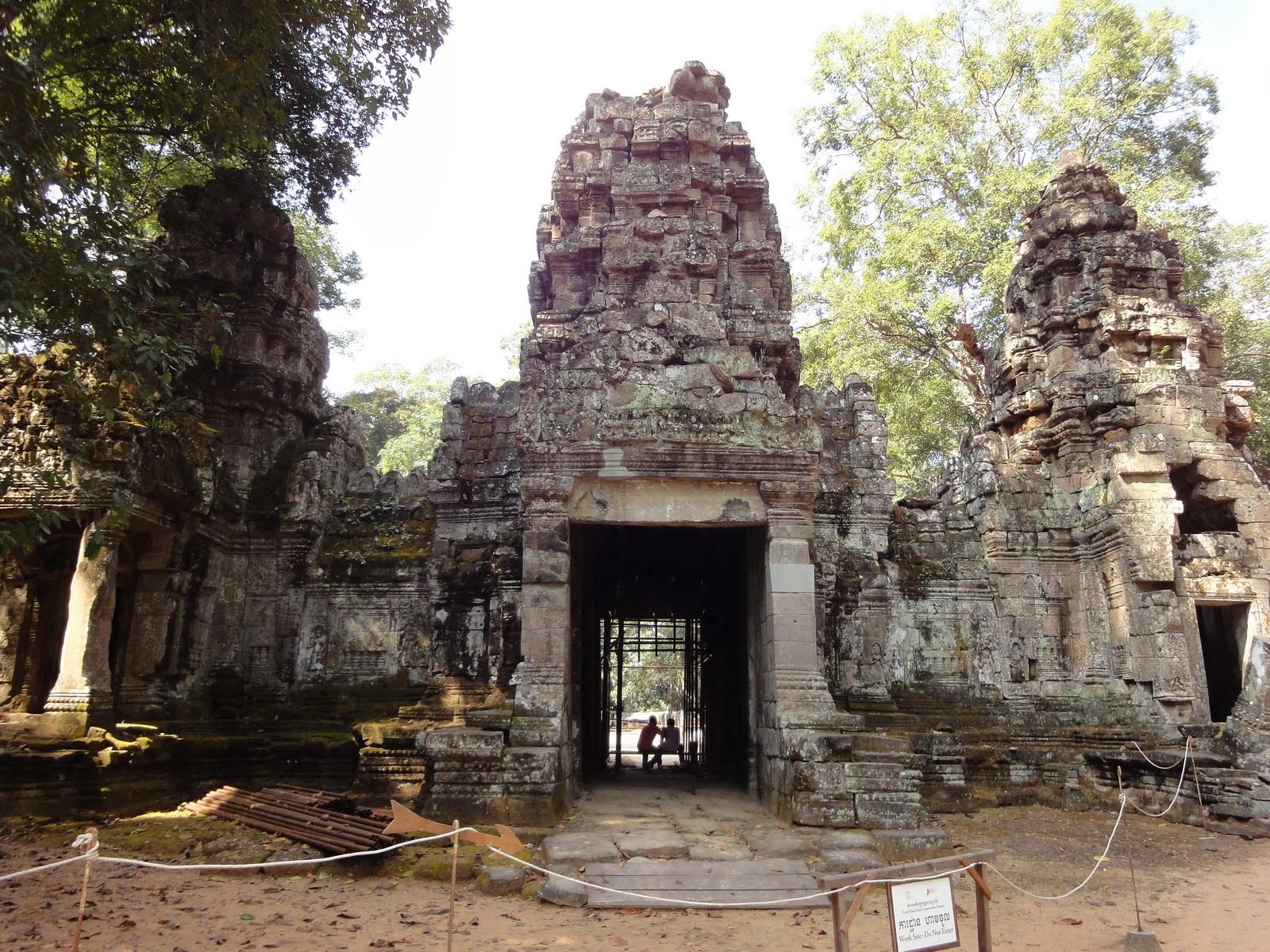 Preah Khan Temple west Gopuram entry tower naga bridge Angkor Thom 07