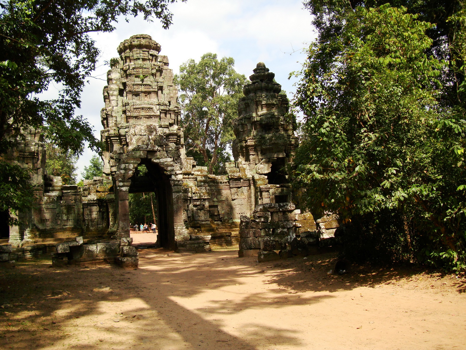 Preah Khan Temple west Gopuram entry tower naga bridge Angkor Thom 12