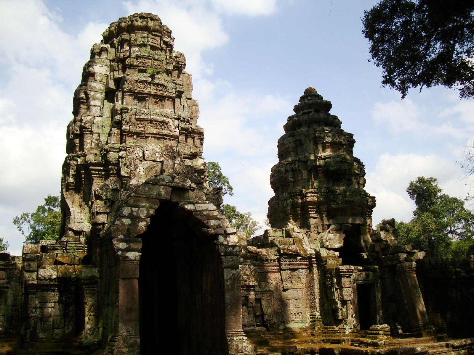 Preah Khan Temple west Gopuram entry tower naga bridge Angkor Thom 14