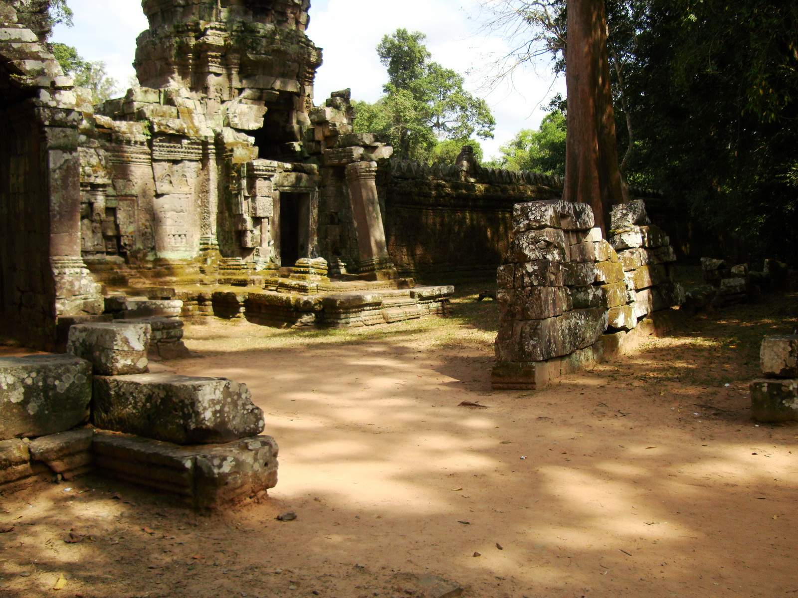 Preah Khan Temple west Gopuram entry tower naga bridge Angkor Thom 15