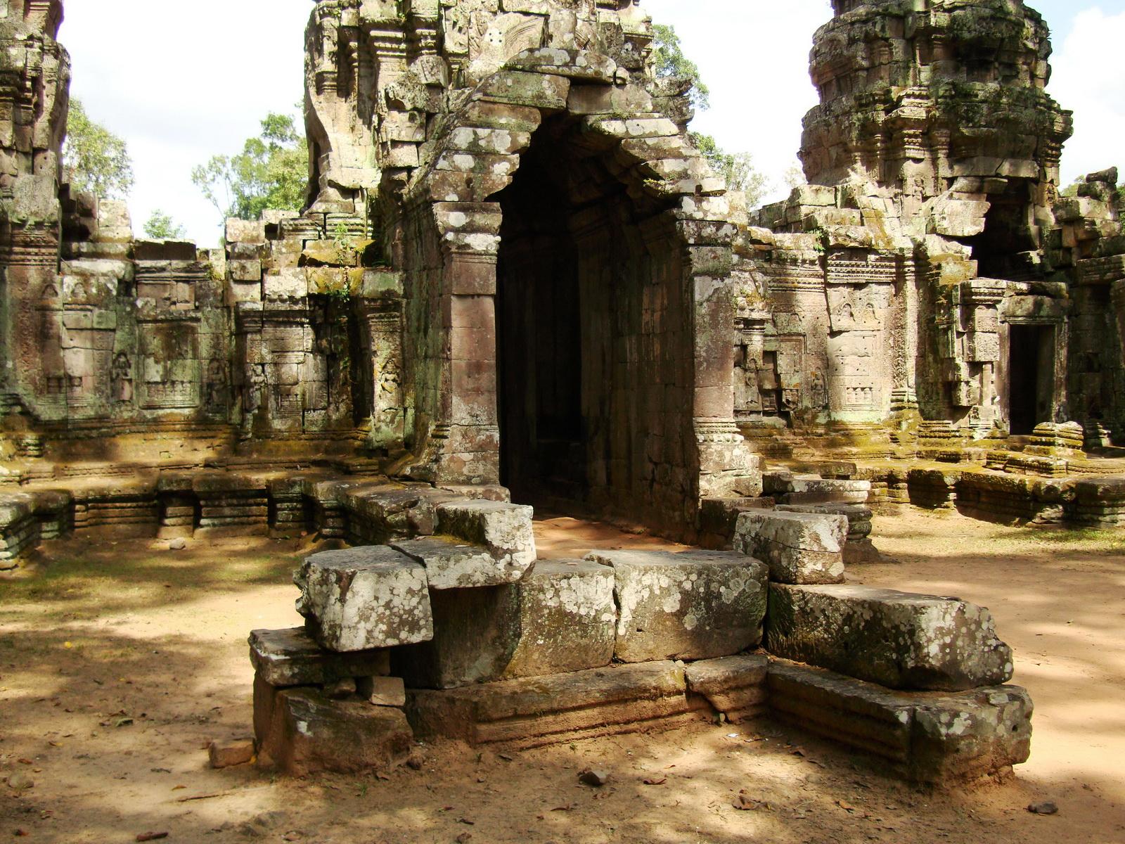 Preah Khan Temple west Gopuram entry tower naga bridge Angkor Thom 16