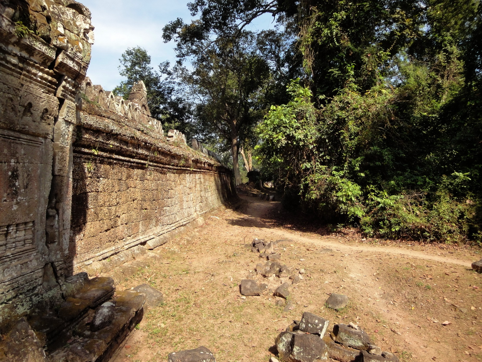 Preah Khan Temple west Gopuram entry tower wall Angkor Thom 01