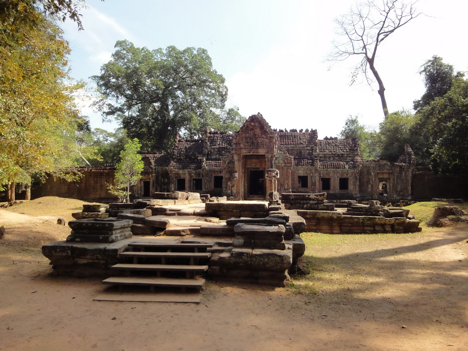 Preah Khan West entrance gopura headless guardians Angkor Thom 01