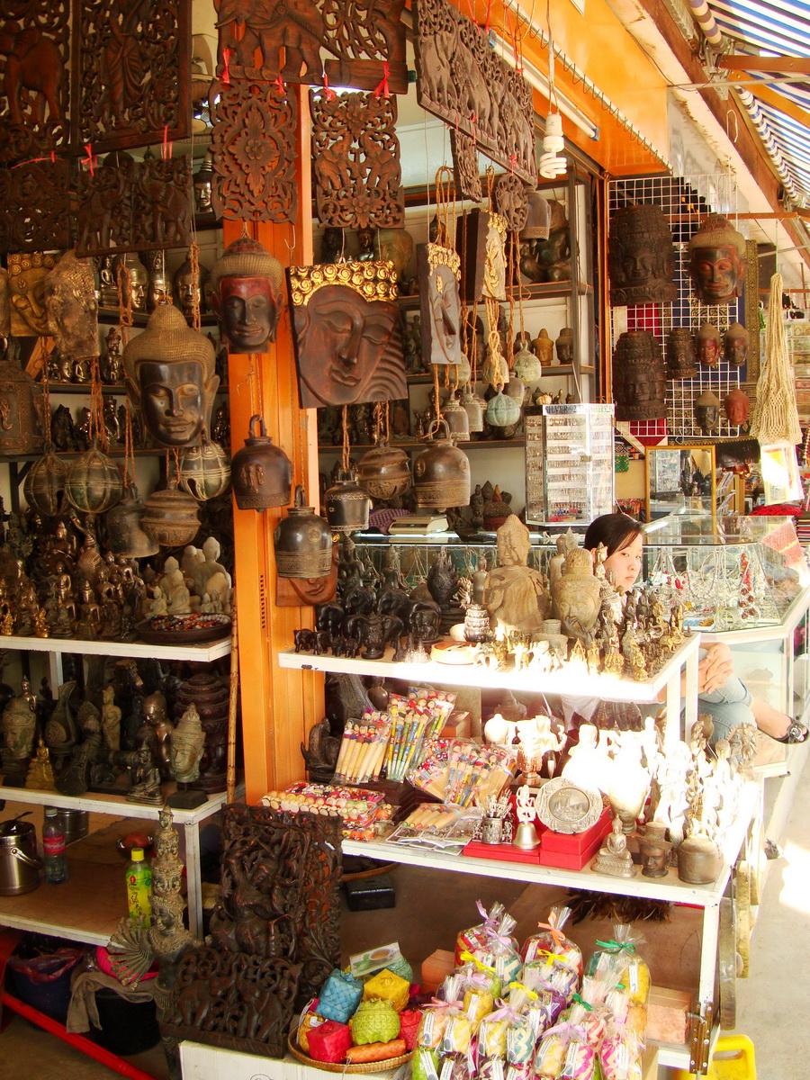 Asisbiz Siem Reap Markets Handicrafts Shops 02