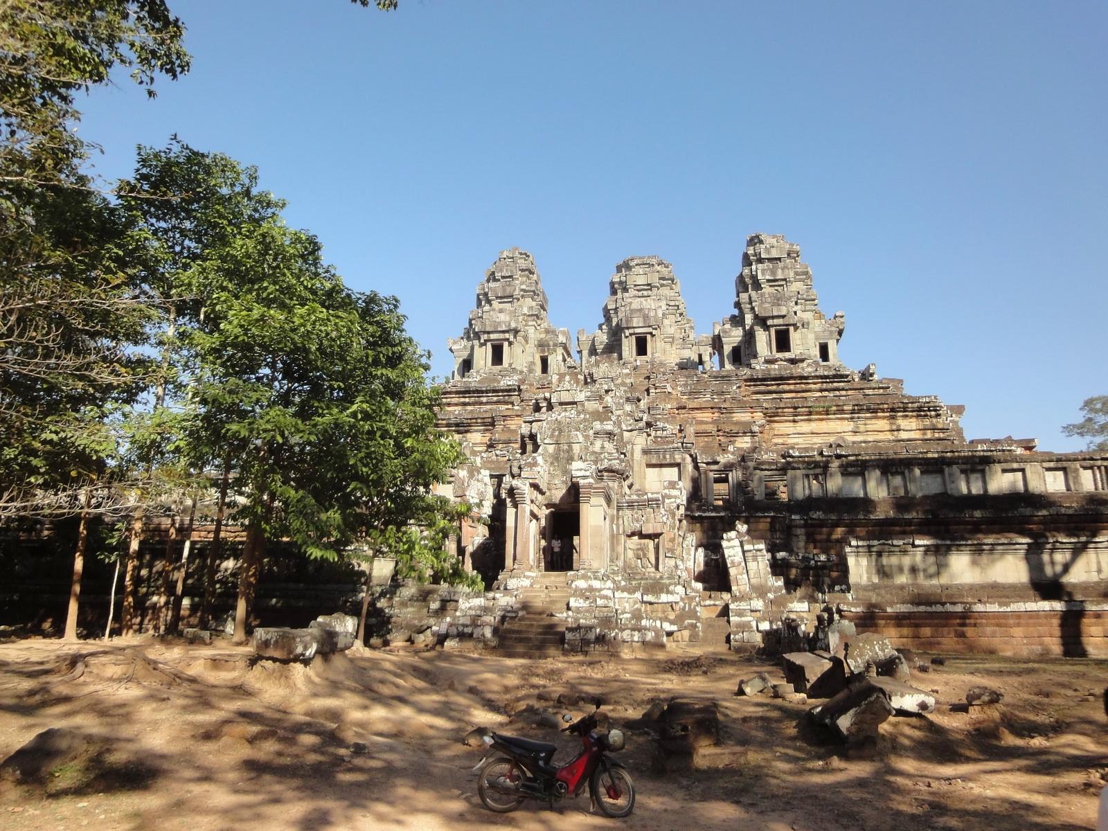 Facing East Ta Keo Temple mountain West gopura entrance Angkor 02