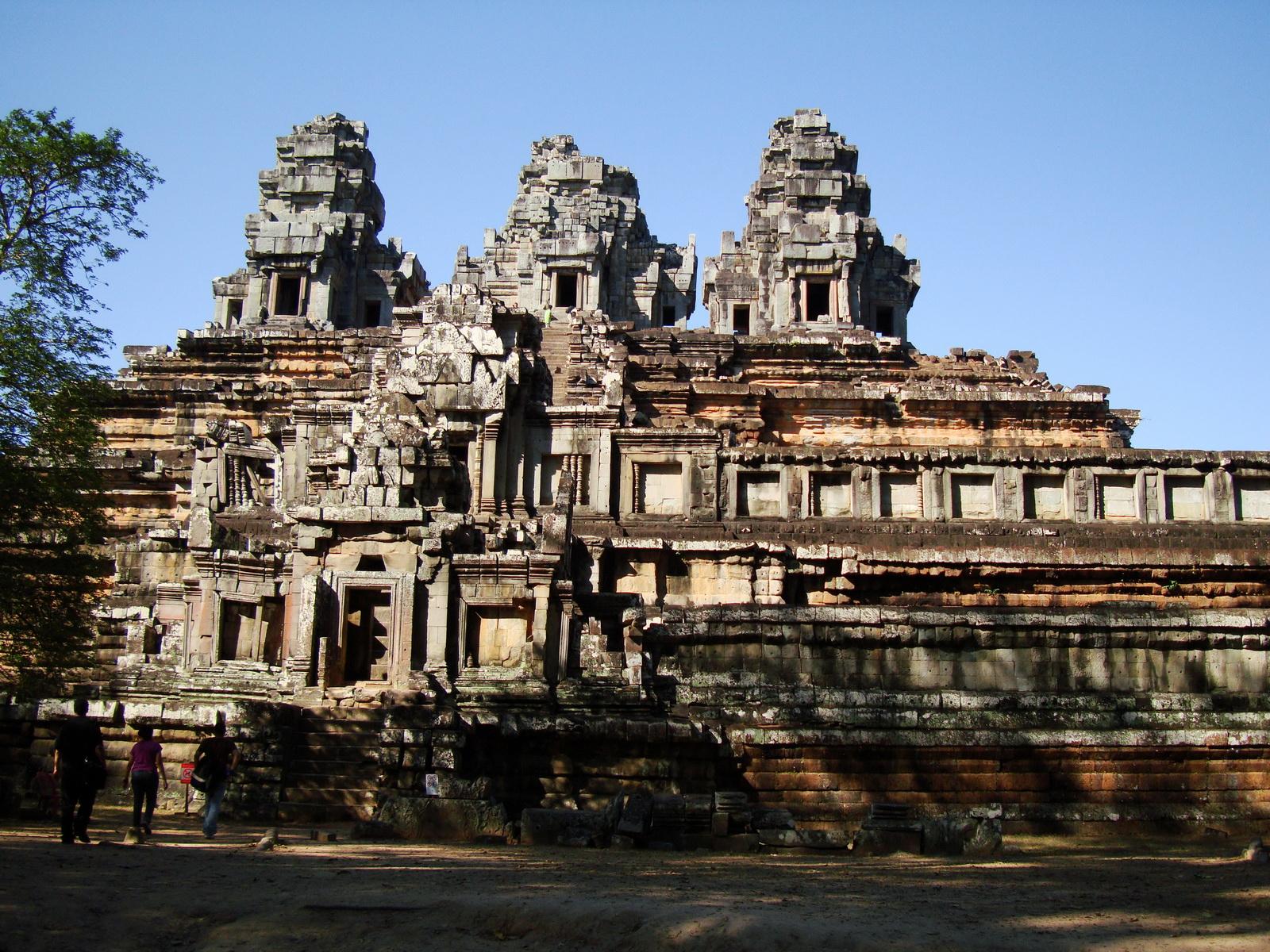 Facing North Ta Keo Temple mountain south gopura entrance Angkor 02