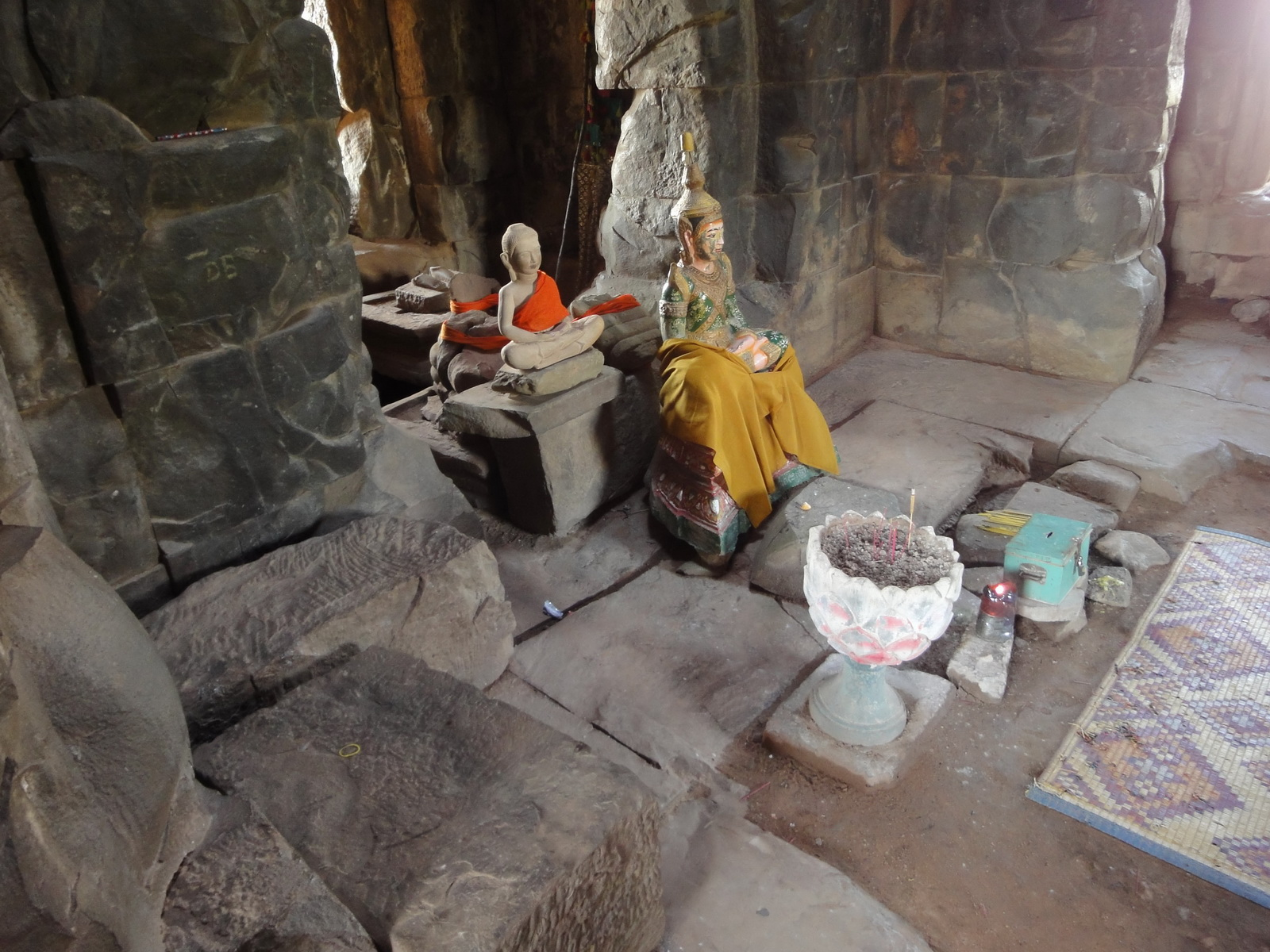 Ta Keo Temple mountain central tower buddhas Angkor 01