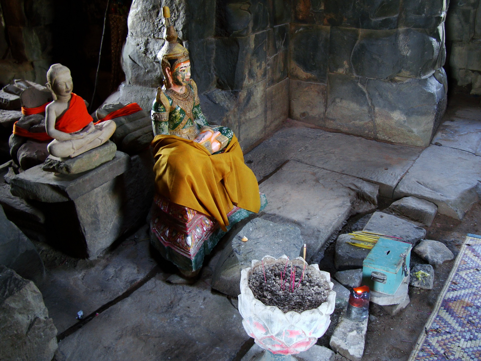 Ta Keo Temple mountain central tower buddhas Angkor 02