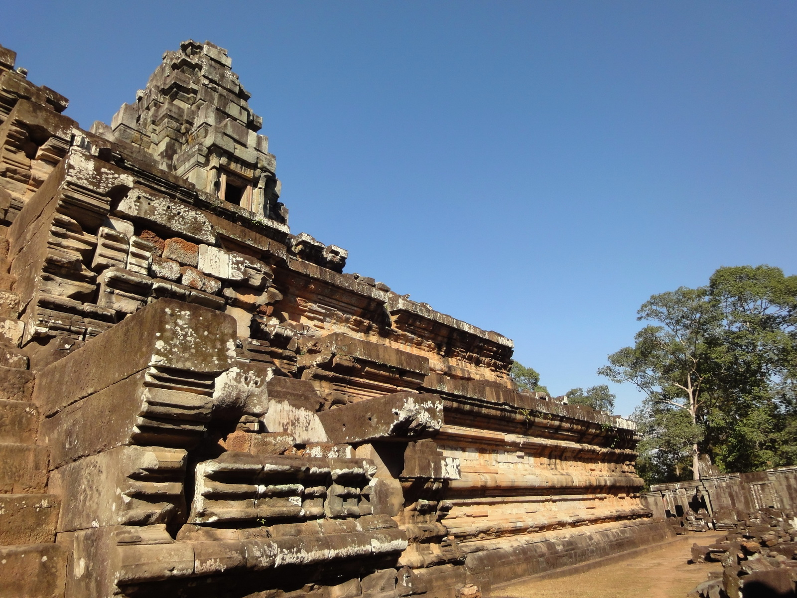 Ta Keo Temple mountain southern entrance stairs Angkor 02