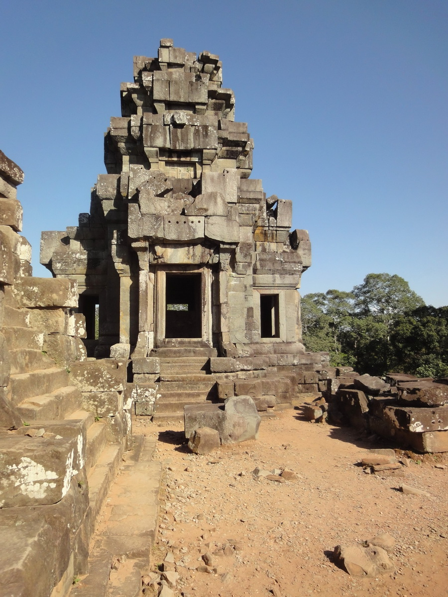 Ta Keo Temple mountain upper terrace SE tower Angkor 01