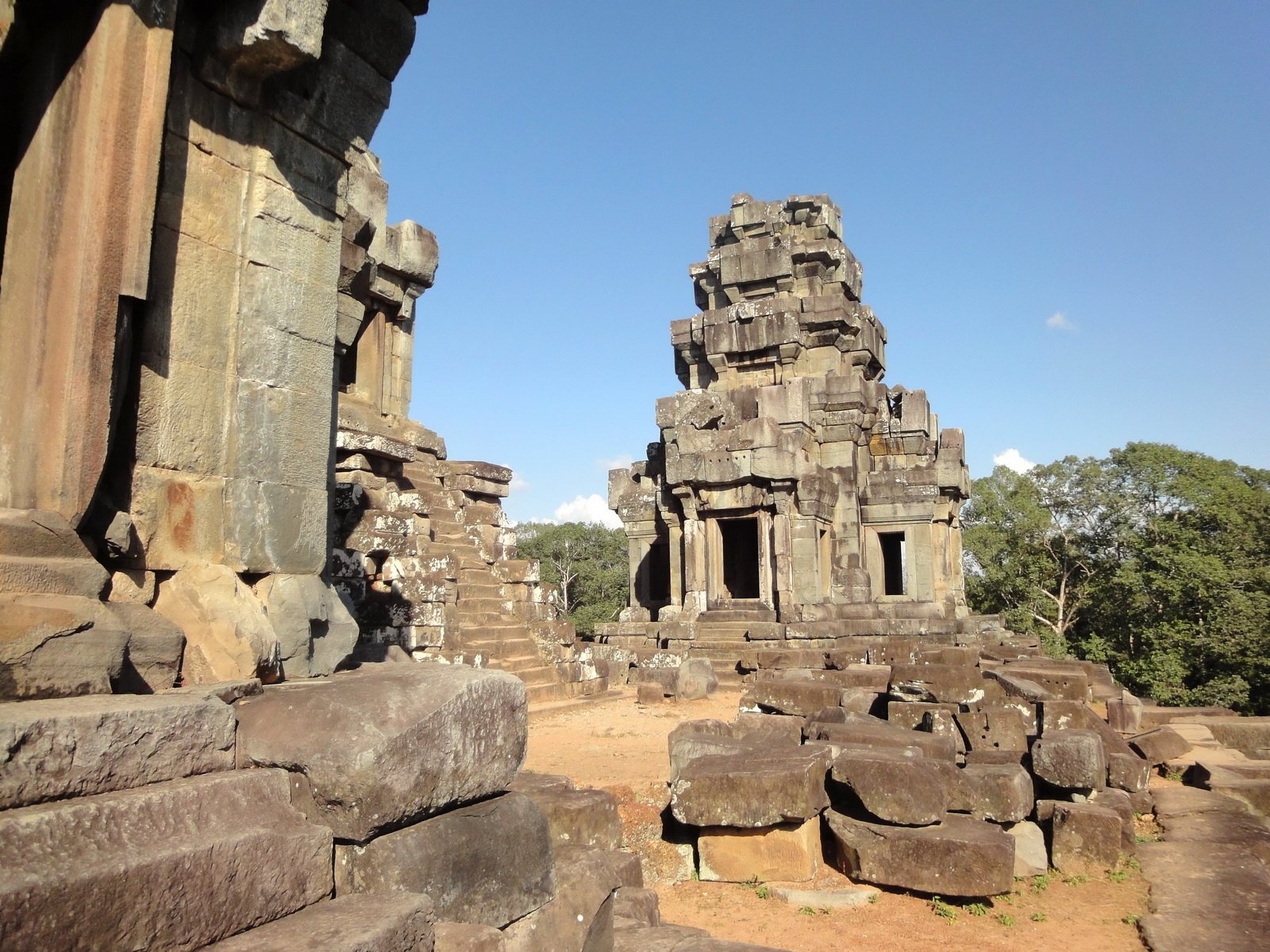 Ta Keo Temple mountain upper terrace SE tower Angkor 03
